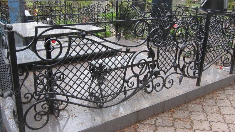 кованные ограды на могилы в Щиграх и Тиме